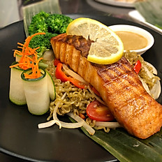 Grill Salmon with Garlic Butter Moroheiya Noodles