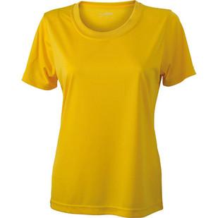 La fille au chandail jaune
