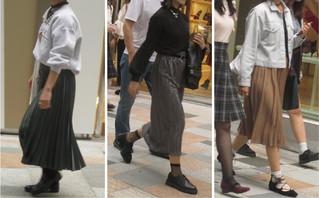 ふくらはぎ丈のプリーツスカート 【登場】
