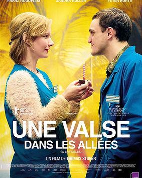 Une_Valse_dans_les_Allées_3781956.jpg-r_
