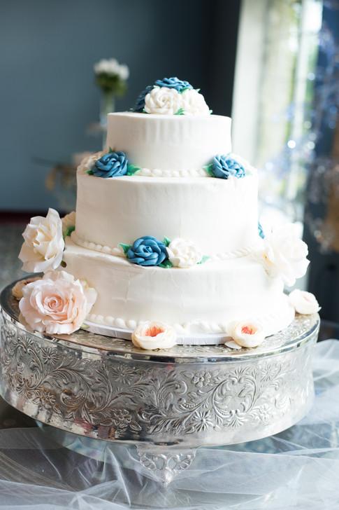 Beautiful wedding cake details.