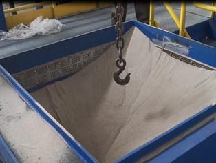Выгрузка песка через клапан в дне опоки