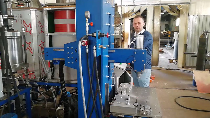работа шприц-машины для запресовки модельного состава ЛВМ