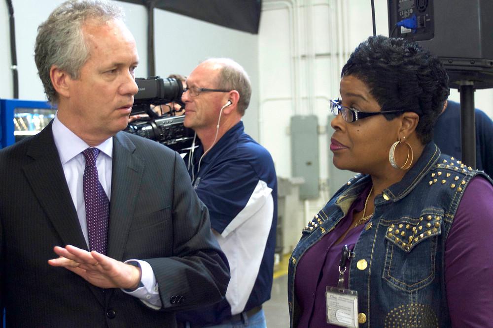 Joann Richardson, Local 2112 President talks to Louisville Mayor Greg Fischer