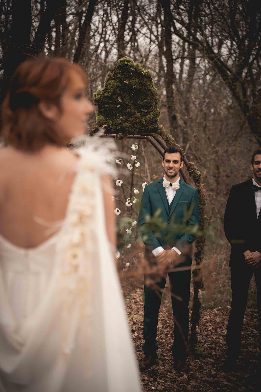 Le 1er regard amoureux du futur marié qui découvre sa future femme