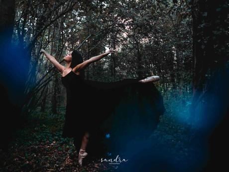 Halloween Ballet - séance photo de danse dans les bois à La Rochelle (17)
