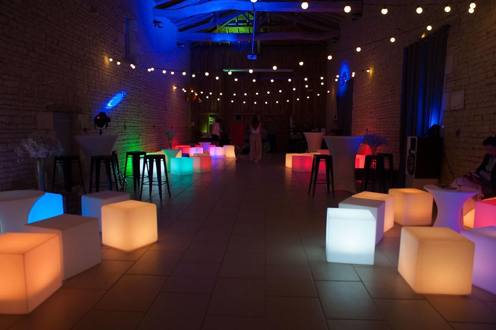 photographe-lifestyle-mariage-niort-domaine-de-la-gravette-décoration-lumineuse-wedding-planner