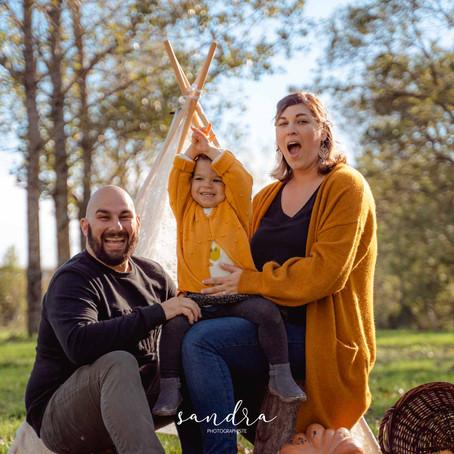 Une séance photo de famille dans les bois