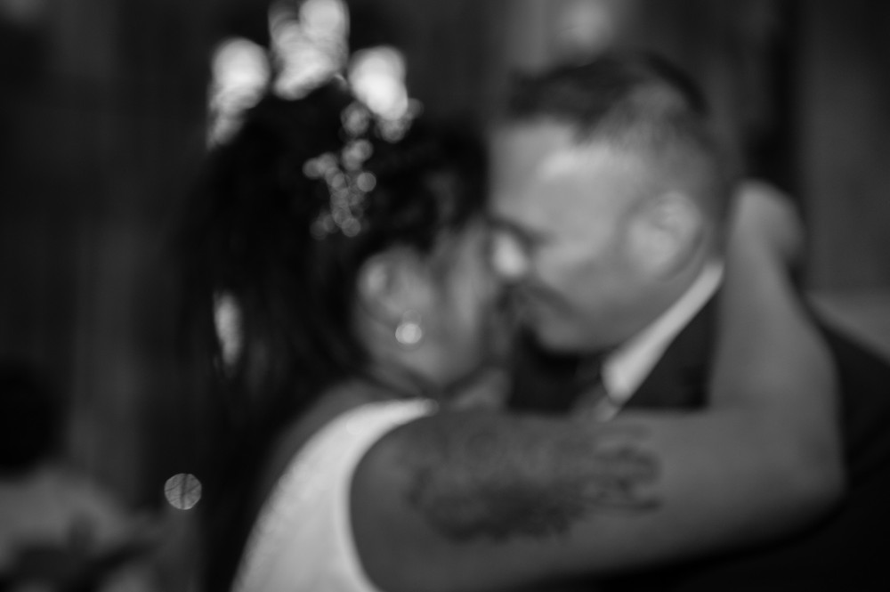 mariés-photographe-mariage-eglise-noir et blanc-emotion-niort