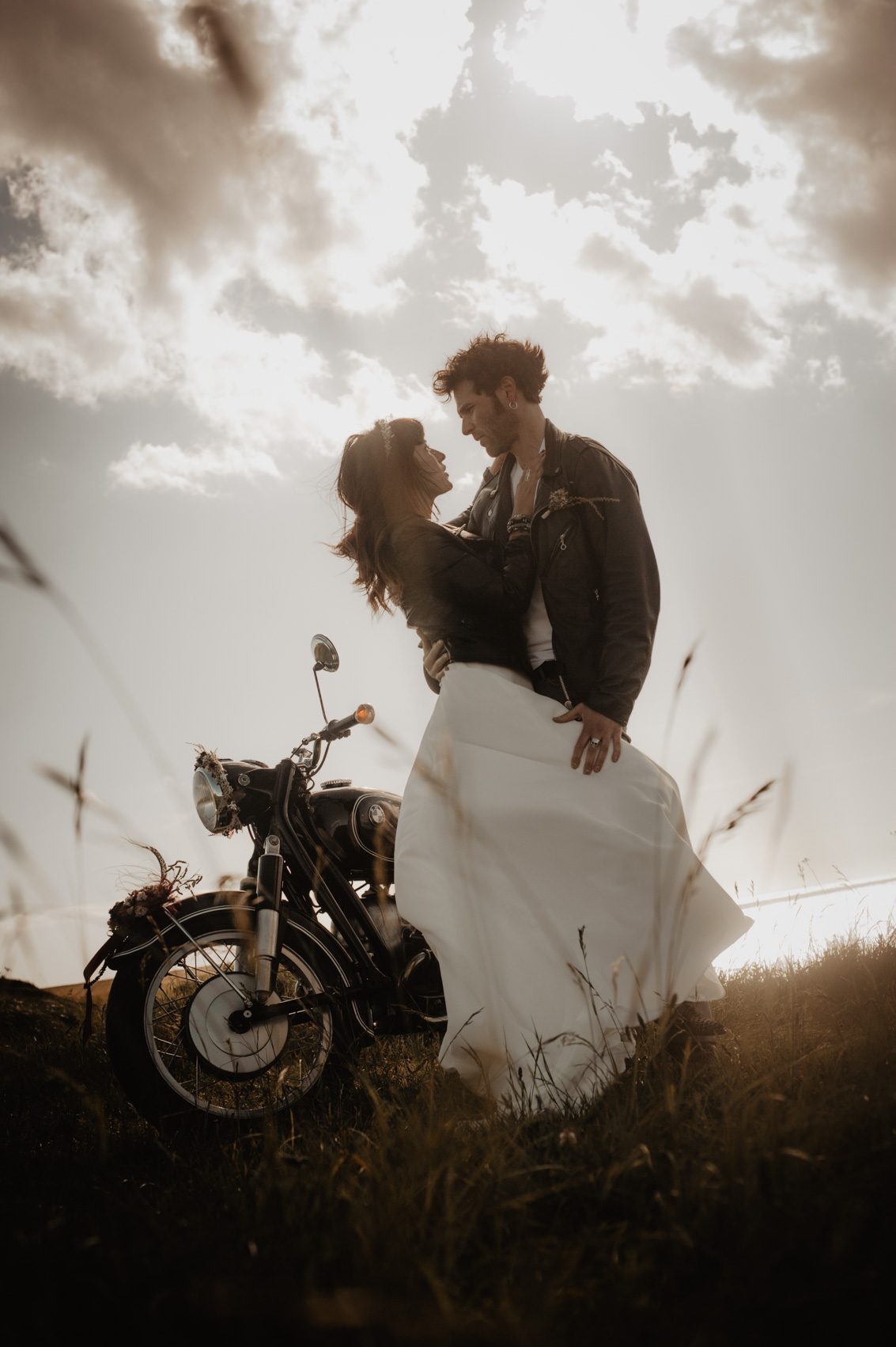 couple vintage moto mariage la rochelle ile de ré
