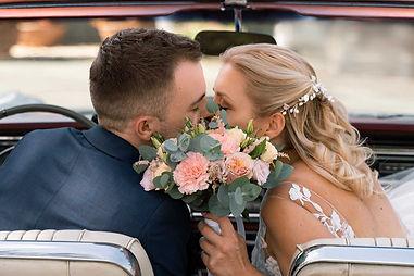 Couple de mariés qui s'embrassent, Photographe Mariage au Domaine de La Tuilerie
