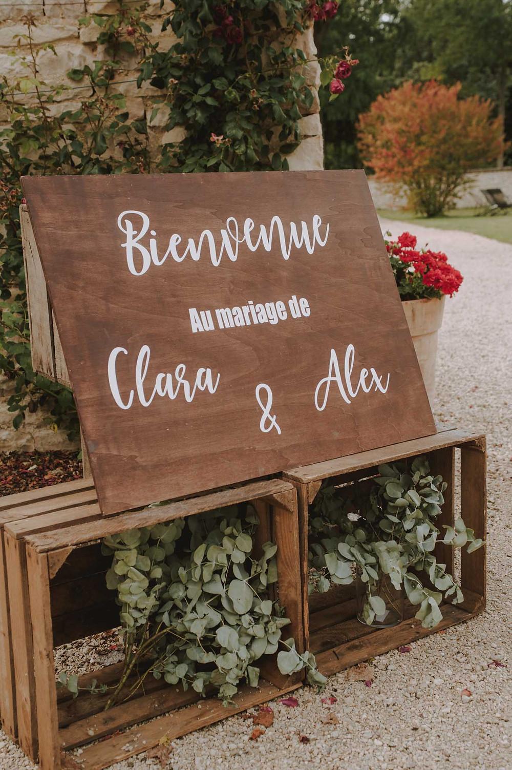 mariage-niort-panneau-de-bienvenue-domaine-de-la-gravette-julyana-event