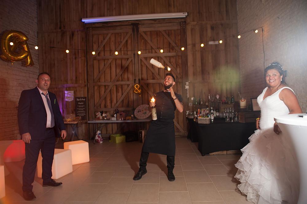 photographe-lifestyle-mariage-niort-domaine-de-la-gravette-flashmob-barman-flair-rom-mixologie