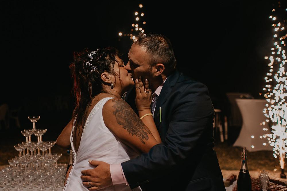 photographe-lifestyle-mariage-niort-domaine-de-la-gravette-gateau-wedding-cake