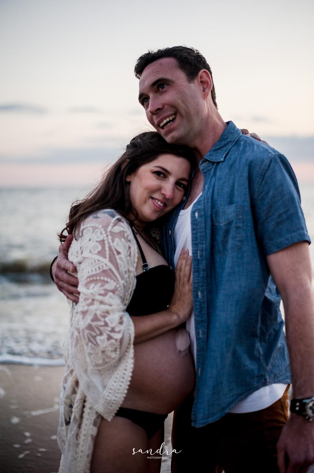 couple, femme enceinte, plage