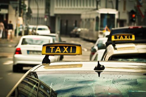 taxi-1515420_1920.jpg