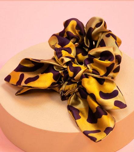Powder leopard scrunchie set