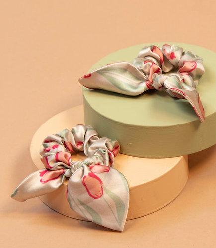 Powder tulip scrunchie set