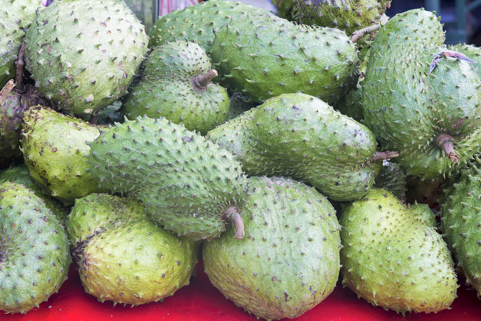 bigstock-Soursop-At-Fruit-Vendor-Stall-48330863