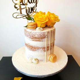 Yelow Rose Drip Cake