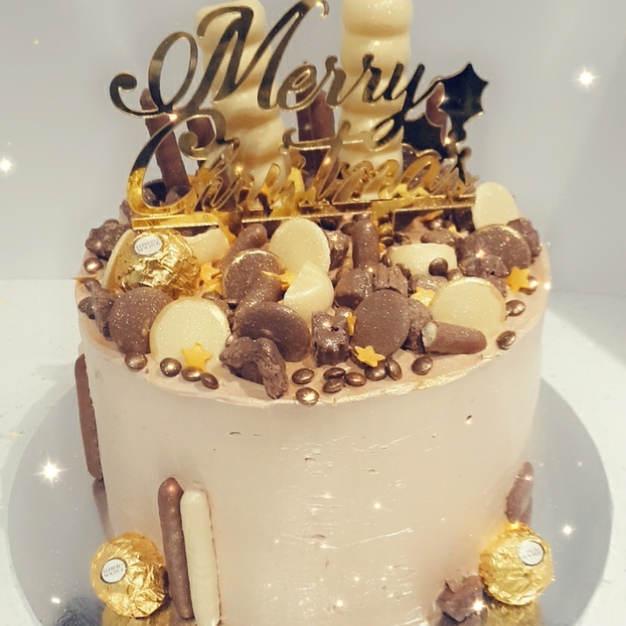 Chocolate& Go9ld Christmas Cake