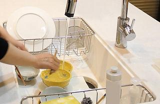 食器を洗う