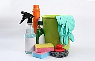 洗剤用ボトルとバケツ