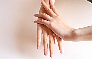 右手を洗う