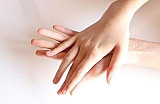 左手を洗う