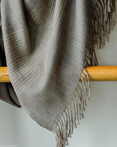 handwoven pashmina shawl using natural d
