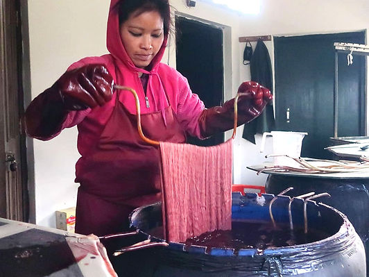 hand dyeing using natural dyes to make woollen and pashmina shawls and stoles