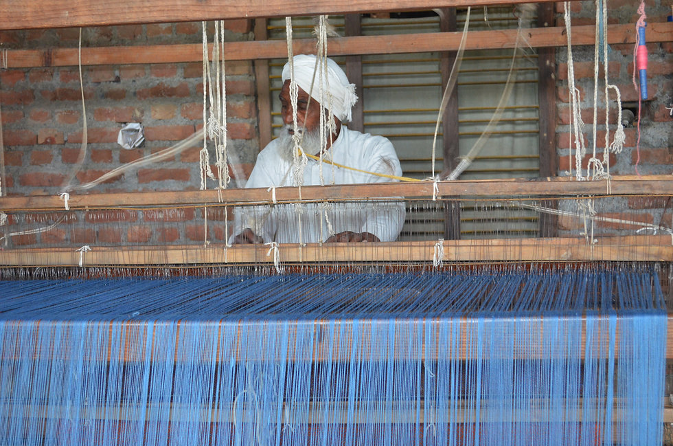 Weaving woolen shawls for Himalayan Weaversnd stoles of wool and pashmina