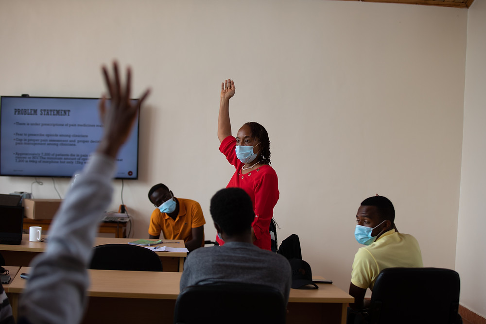 PIH/IMB staff and UGHE faculty member Dr. Florence Akiiki Bitalabeho teaches a University of Rwanda class on social and community medicine and palliative care. Photo by Zack DeClerck/PIH