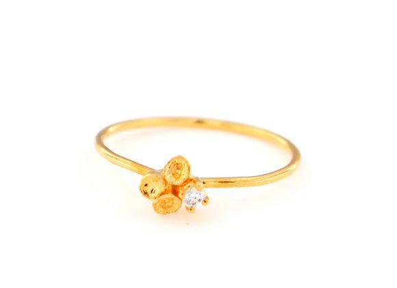 Tiny ring Pistilos