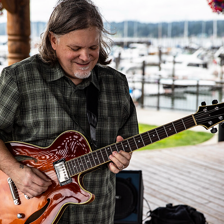 Live music with Rik Wright at Eleven Winery