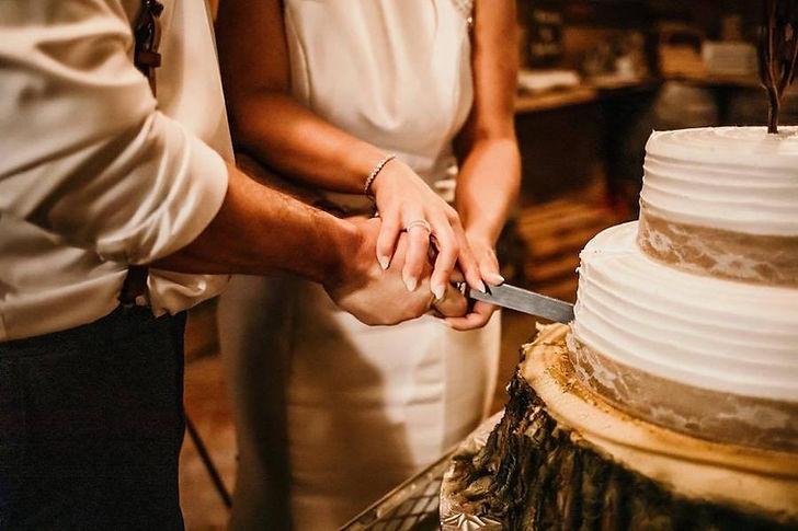 Cake Cutting - Plan Your Farm Wedding