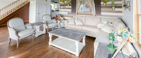 The Farmhouse Living Room - Red Oak Valley
