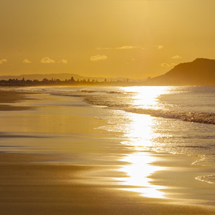 Afternoon sunlight_Papamoa Beach towards