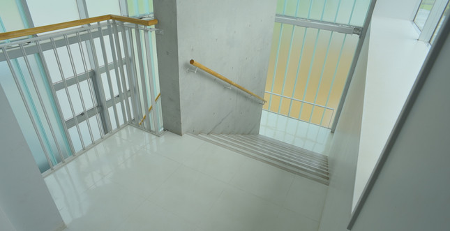 階段(2~3F)