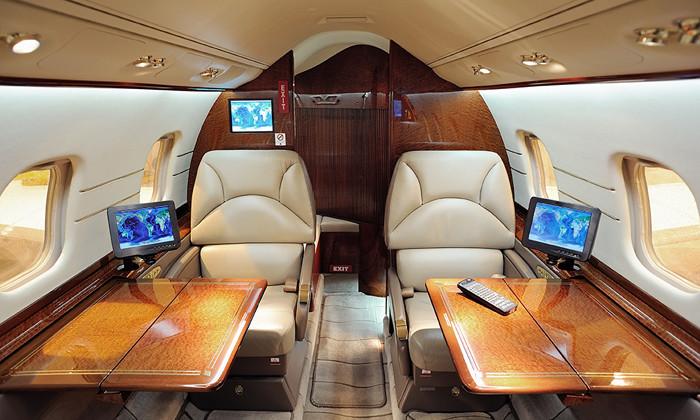 rebeccalewis-jan2015-private-plane-shutterstock.jpg