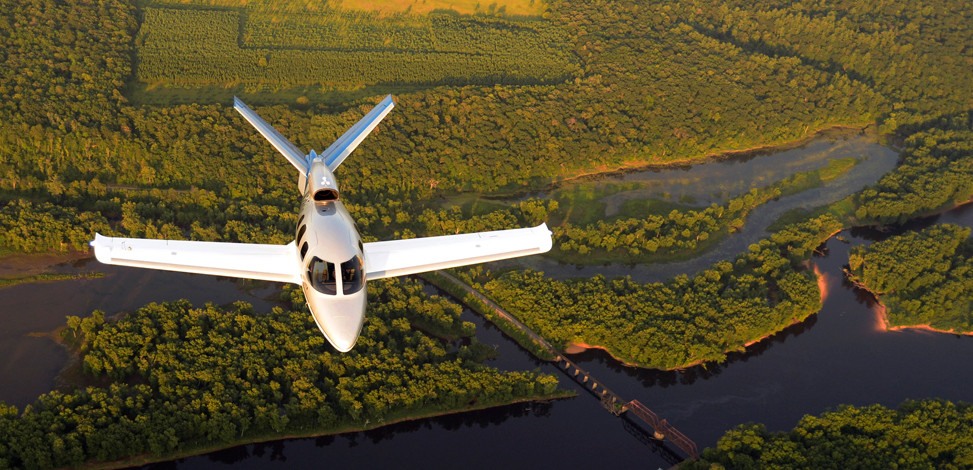 The distinctive V-shape tail of the Cirrus Vision SF50