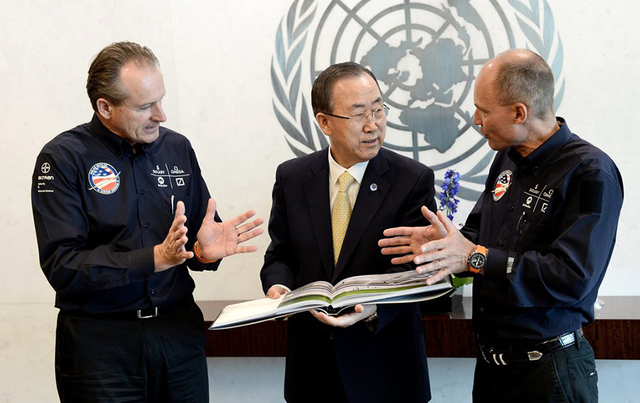 Borschberg,_at_the_United_Nations'_Paris_climate_summit_with_co-pilot_Bertrand_Piccard_