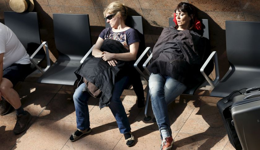 Flashlight therapy could avoid jet lag