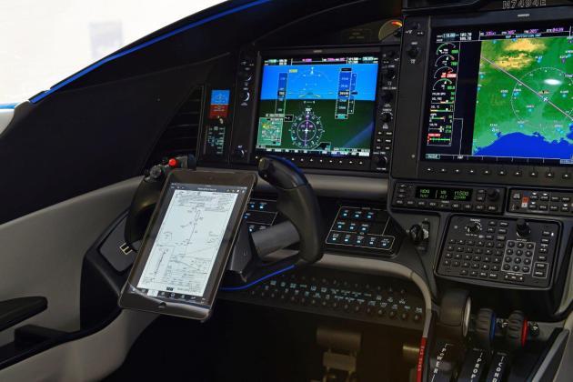 E1000-Yoke-iPad-lores
