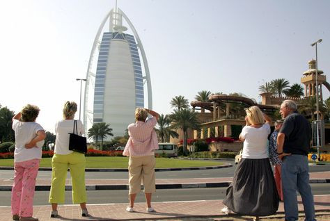 chinese tourist visiting dubai.jpg
