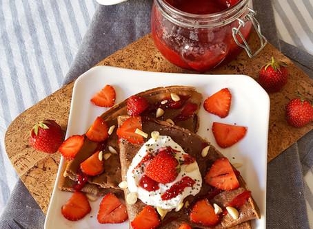 Kakaové palačinky s domácí jahodovou marmeládou