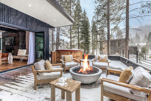 Upstairs Deck with Fire Pit.jpg
