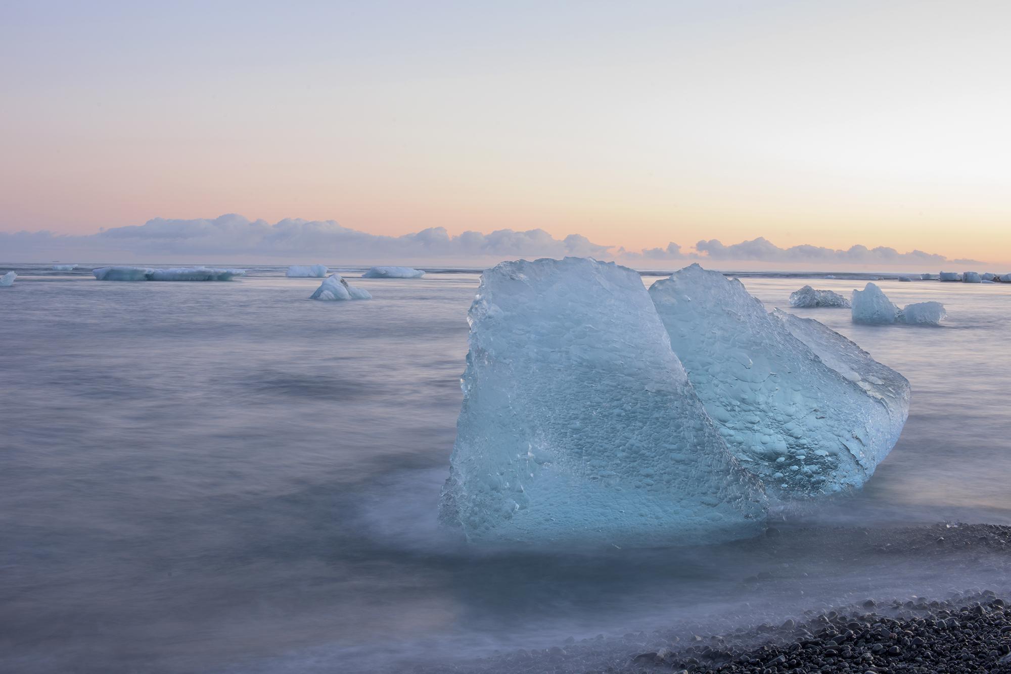 blue iceberg jokulsarlon