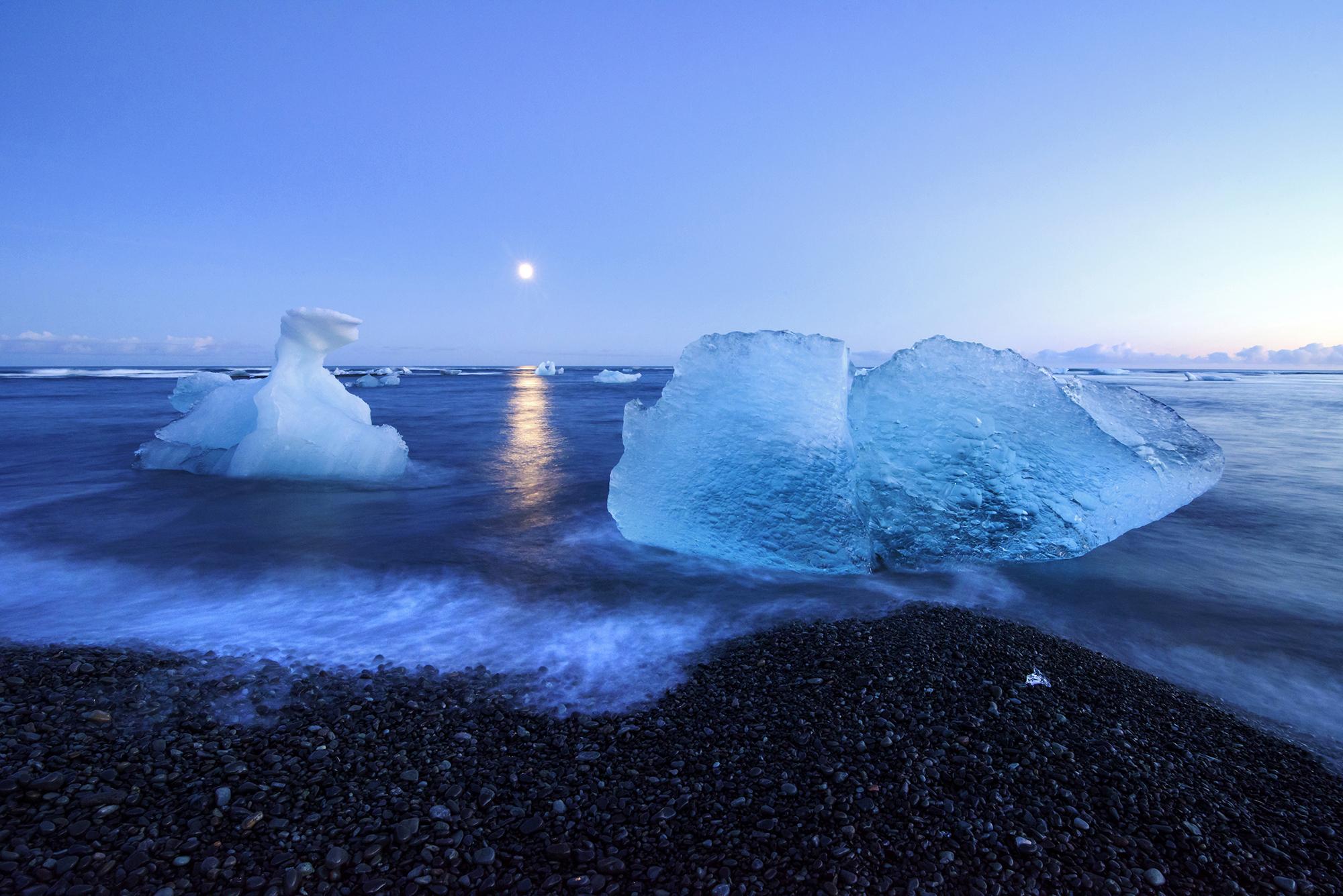 jokulsarlon moon lit ice
