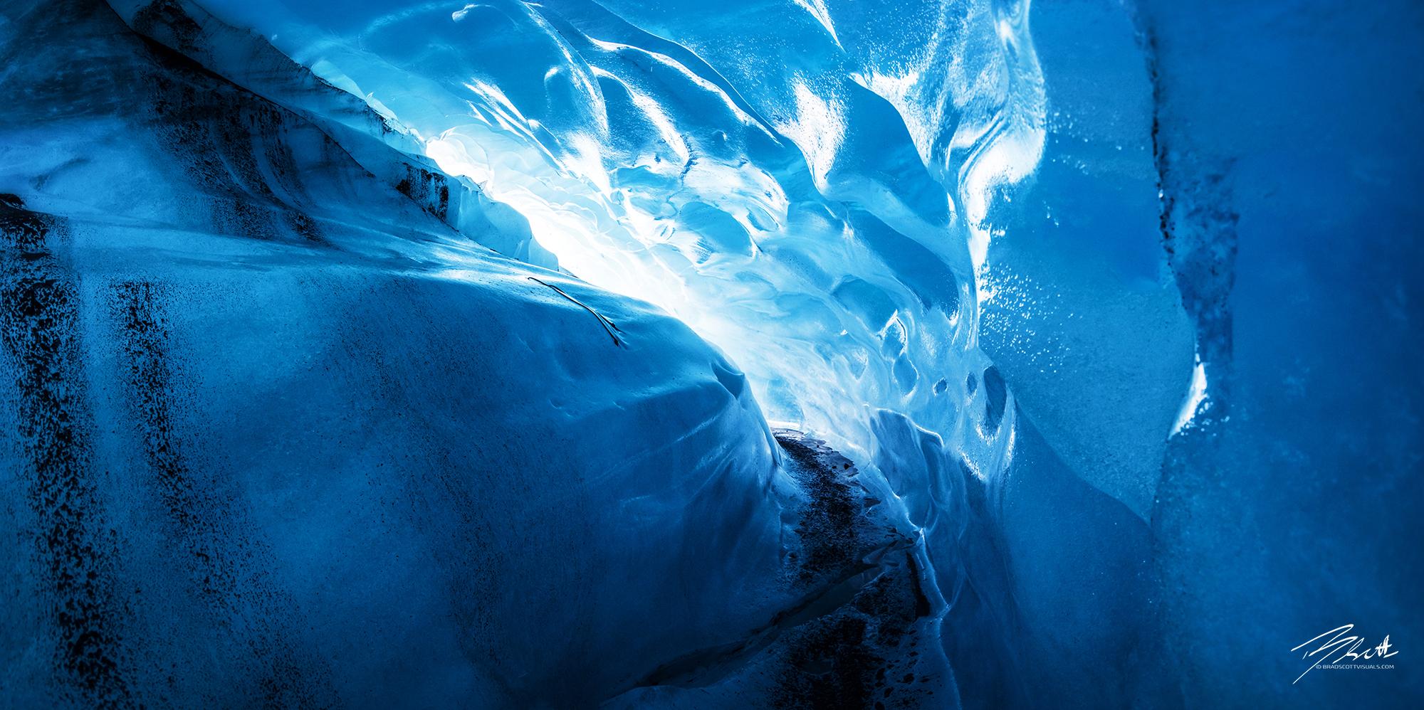 Svínafellsjökull Glacier Cave